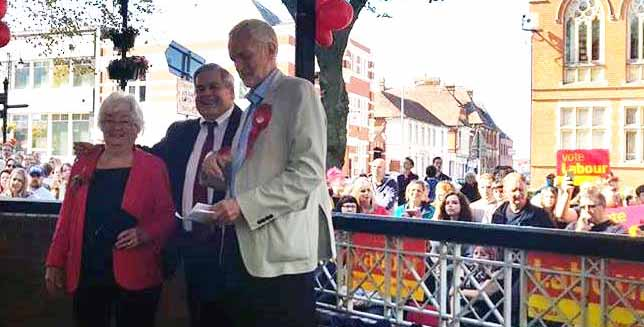 Cllr Pat Witherspoon & Cllr Bill Hartnett With Jeremy Corbyn MP At Redditch Bandstand